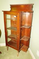 ANTIQUE CHINA / CURIO CABINET - USBR4