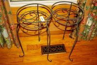 PAIR OF WIRE FRAME PLANTER STANDS - GRT
