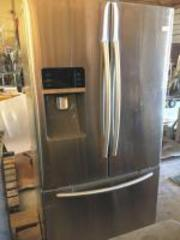 Samsung side by side refrigerator with bottom freezer, ice maker, water dispenser freezer