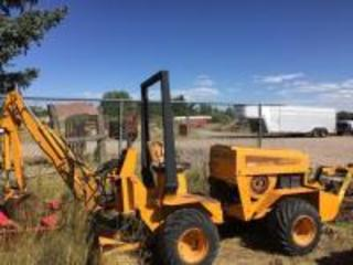 Case trencher backhoe 25+4XP - gas