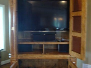 3  Onkyo speakers, 2  Polk Audio, Klipschorn sub woofer, DVD player
