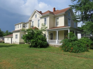 Online Absolute Real Estate Auction at 313 Cooper Ave., Paris, MO