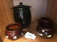 Glass cookie jar; 2 face mugs; Hall jar