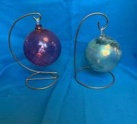 Lot of misc art glass vases, 2 ornaments on stands