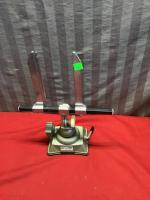 Precision clamping vise, with suction cup base