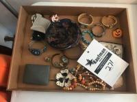 Assorted batch of costume jewelry