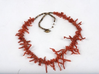 """23"""" raw coral necklace with metal screw clasp"""