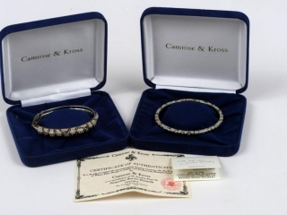 Set of Camrose & Kross reproduction bracelet worn by Jacqueline Bouvier Kennedy (certificate of authenticity included) boxed