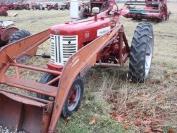 Farmall 350 Diesel with International 33-A power loader