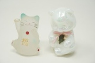 KITTEN FIGURINES INCLUDING FENTON ART GLASS