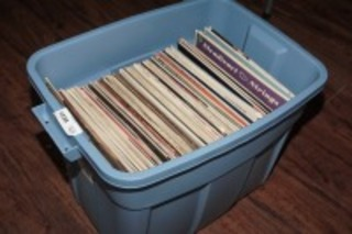 LARGE TUB FILLED WITH VINTAGE ALBUMS