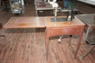 ANTIQUE SINGER SEWING TABLE AND MACHINE