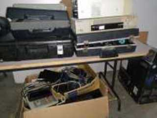 MISCELLANEOUS ELECTRONICS TO INCLUDE VHS/DVD PLAYER, CALCULATOR, KEYBOARD, SONY RECEIVER/RECORDER, MISCELLANEOUS CORDS AND MORE
