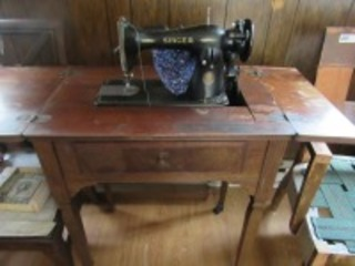 SINGER SEWING MACHINE & TABLE - B2