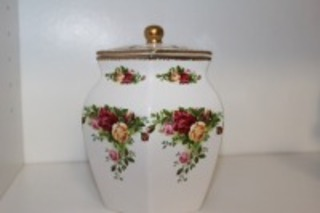 VINTAGE ROYAL ALBERT OLD COUNTRY ROSES COVERED CANISTER