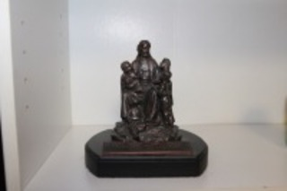 JESUS AND THE CHILDREN STATUE