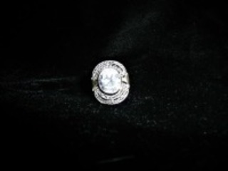 PRETTY STERLING SILVER RING WITH CLEAR STONE