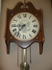 VINTAGE CLOCK BY NEW ENGLAND CLOCK WALL MOUNT