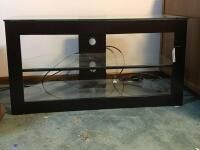 Black Veneer   Glass Top TV Stand 42  x 21 5  x 22