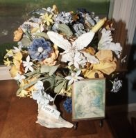 DECOR INCLUDING CONCH SHELL, PAINTED PLAQUE, AND ORIENTAL PLANTER WITH FLORAL ARRANGEMENT - LIV