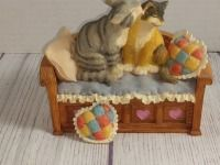 PET TAILS, LOVESEAT MUSIC BOX, PLAYS UNCHAINED MELODY
