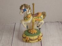 COUNTRY FAIR COLLECTION, SINGLE HORSE MUSIC BOX PLAYS SOMEWHERE OVER THE RAINBOW