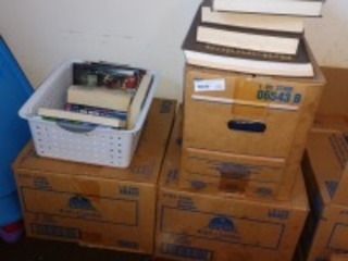 ASSORTED BOOKS TO INCLUDE ENCYCLOPEDIAS, HARDBACKS AND PAPERBACKS, SEE PICTURES FOR MORE DETAILS OF CONTENT