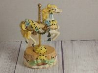COUNTRY FAIR COLLECTION, SINGLE HORSE MUSIC BOX, PLAYS LOVE ME TENDER