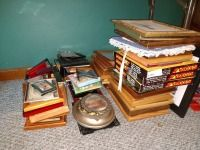 LARGE GROUP LOT OF VARIOUS SIZE PICTURE FRAMES, 2X3 UP TO 8X10, VARIETY OF WOOD AND PLASTIC