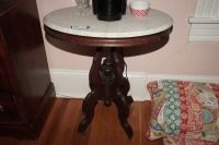 ANTIQUE OVAL MARBLE TOP OCCASIONAL TABLE ON CASTERS - USBR2