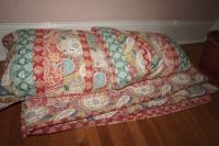 QUILT AND PILLOWS WITH MATCHING PILLOW SHAMS - USBR2
