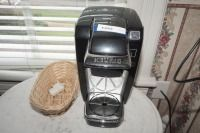 KEURIG COFFEE MAKER AND BASKET - USBR3