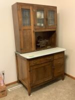 Hoosier cabinet on casters with frosted glass doors Measures 40 x 25 x 70 No contents