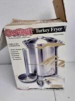 Bayou Classics Turkey Fryer  never used  original box