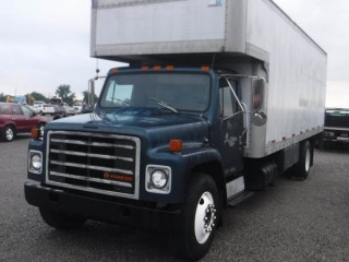 1987 INTERNATIONAL 1954 S/A BOX TRUCK