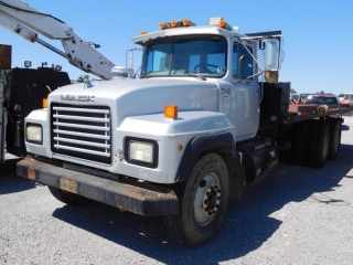 1991 MACK RD690S T/A ROLL-BACK TRUCK