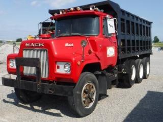 1987 MACK DM686S TRI-AXLE DUMP TRUCK