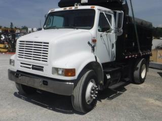 2002 INTERNATIONAL 8100 S/A DUMP TRUCK
