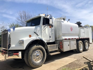 2003 FREIGHTLINER FLD11264SD T/A FUEL & LUBE TRUCK