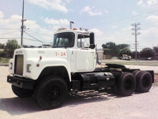 1985 MACK RD688S T/A TRUCK TRACTOR
