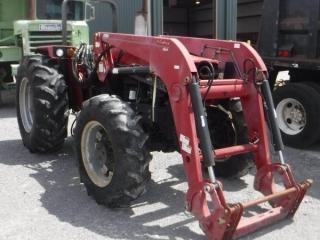 CASE IH 885 FARM TRACTOR