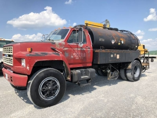 1987 FORD F800 S/A DISTRIBUTOR TRUCK