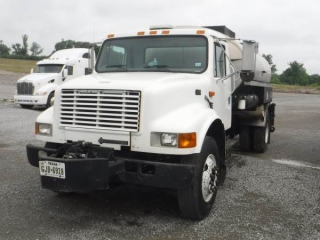 2000 INTERNATIONAL 4700 S/A DISTRIBUTOR TRUCK