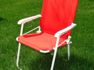 Red Folding Lawn Chair, Like New.