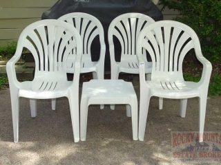 4 Stacking Lawn Chairs & Side Table.