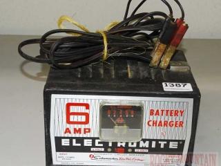 Schumacher 6 Amp 6/12 Volt Battery Charger.