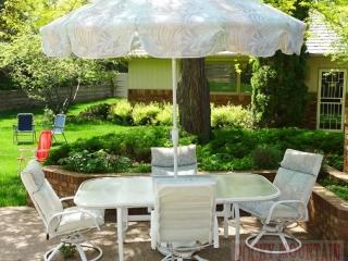 Nice Patio Table w/ Umbrella & 4 Chairs.