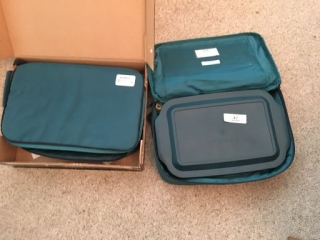 2 Pyrex Portable Casserole Dishes w/Carry Bags
