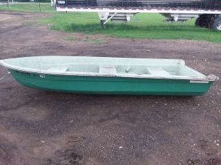 "Montgomery Ward 1973 12' 3"" fiberglass boat"