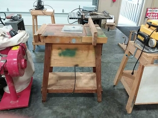 Router table with Porter Cable Router